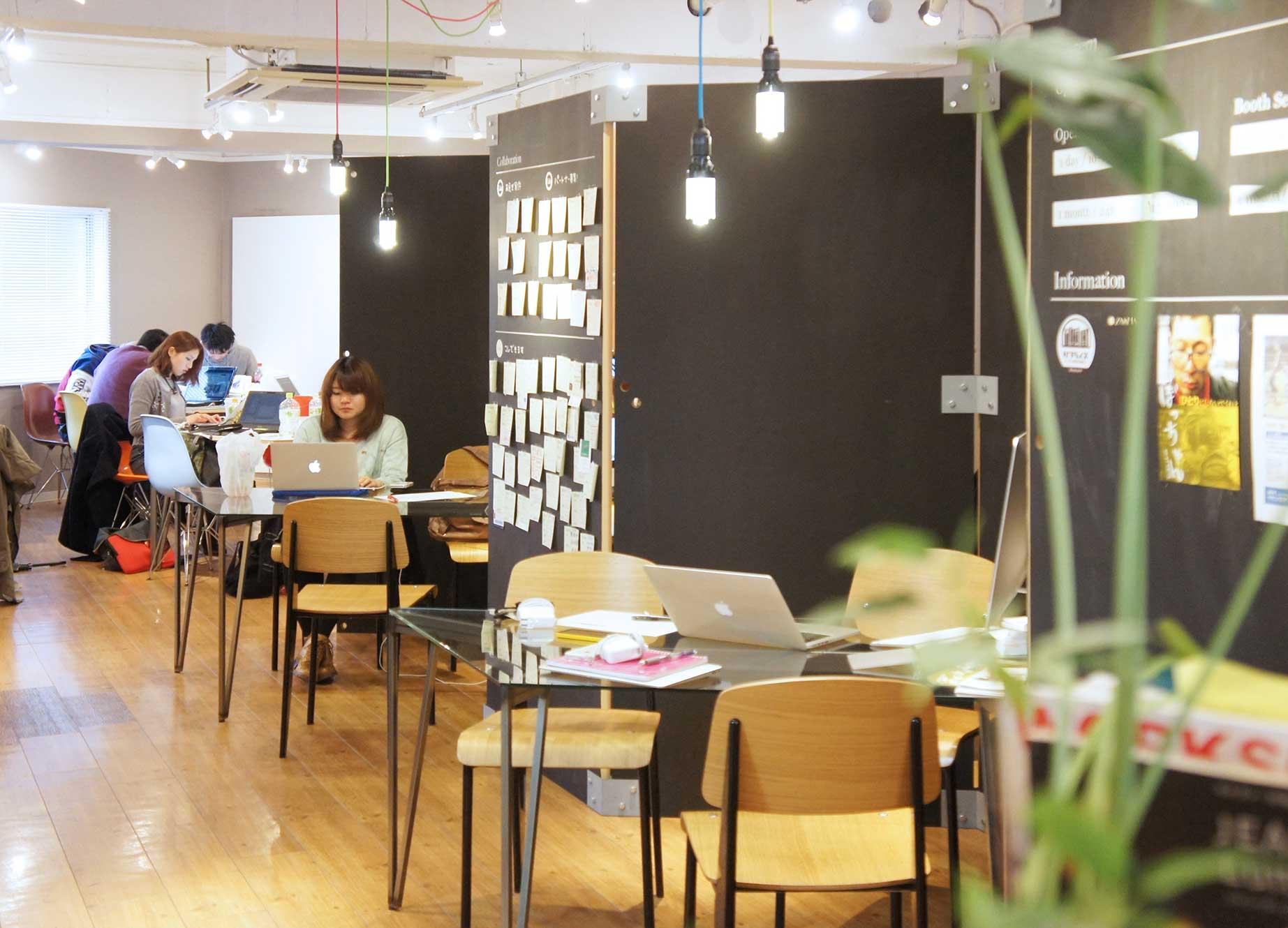 渋谷 シェアオフィス x コワーキング   Connecting The Dots SHIBUYA 6階ガラステーブル席